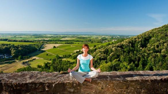 (IchZeit, CC BY-NC-ND 2.0)  Researchers observe increased self-control and changes in the brains of smokers who participate in mindfulness meditation training.